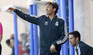 Vừa lấy bằng, chúa nhẫn Raul đã làm thầy 'Messi Nhật'