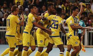 Video Clip: Cựu sao Premier League sút phạt thành bàn từ giữa sân ở Malaysia