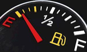 Khi đèn báo xăng bật lên, xe hơi còn đi được bao xa?