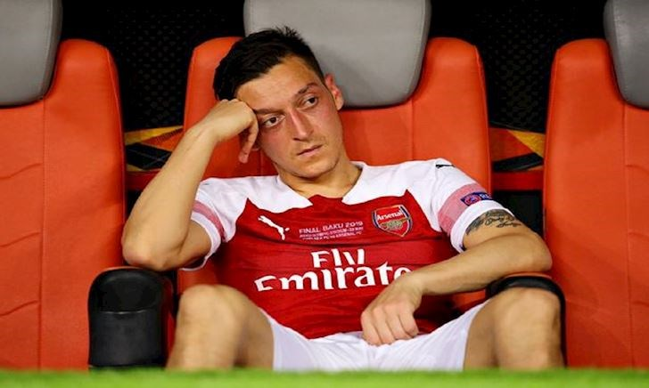 Ozil mắc kẹt ở Arsenal vì 10 tỷ VNĐ/tuần