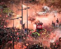 CHÙM ẢNH: Biển người áo đỏ chào đón những anh hùng Liverpool