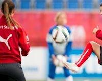 Nghỉ hè ở biển hồ, nữ cầu thủ xinh đẹp tuyển Thụy Sỹ mất tích dưới nước sâu