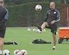 Video Clip: Pep Guardiola trổ tài tâng bóng làm gương cho các học trò