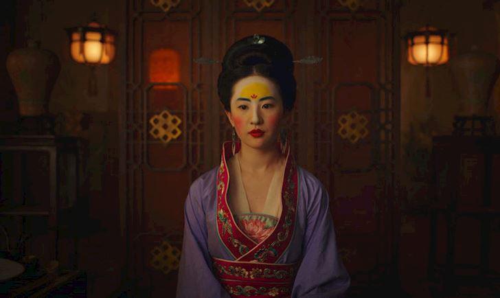 Logo Huawei tren tran Hoa Moc Lan trong trailer phim moi 1