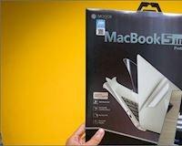Trên tay miếng dán màn hình Mocoll cho Macbook Pro