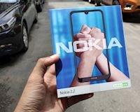 Mở hộp nhanh Nokia 2.2: Dùng pin rời, có nhận dạng gương mặt rất tiện lợi