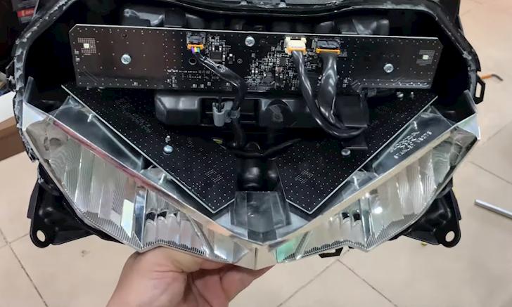 Tháo bung Honda Winner X xem bên trong có gì