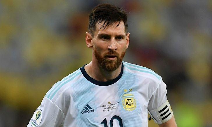 Messi có thể ngồi dự bị trận Brazil vs Argentina
