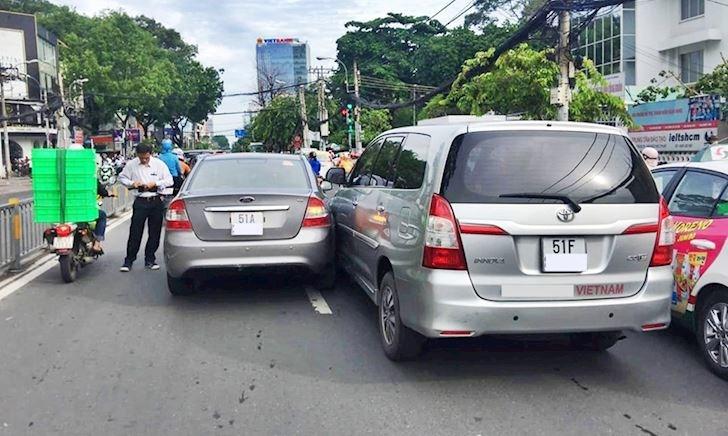 Mối nguy hiểm khi đi trong phố và cách xử lý - Lái xe phòng thủ #2