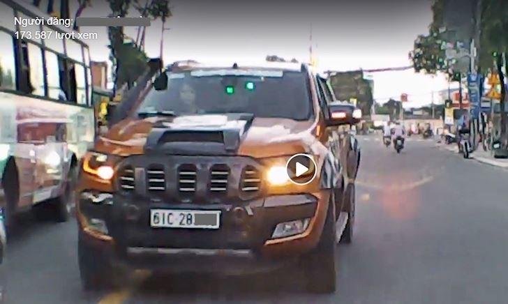 Bị xe ngược chiều vượt ẩu, lấn đường xử lý thế nào? – Lái xe phòng thủ #4