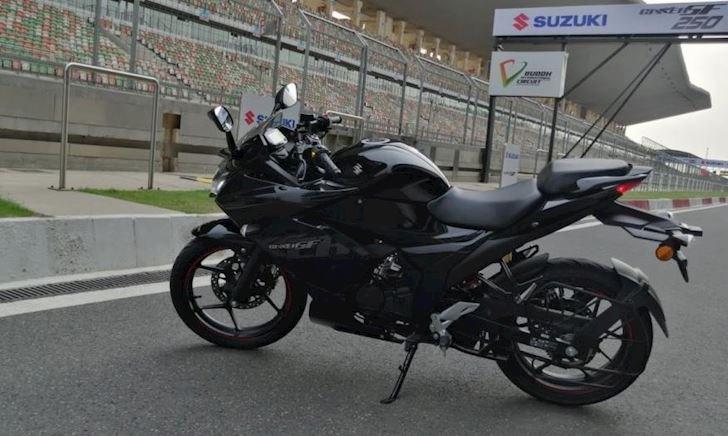 Suzuki GSX-R150 2019 ra mắt màu mới, giới hạn 500 chiếc