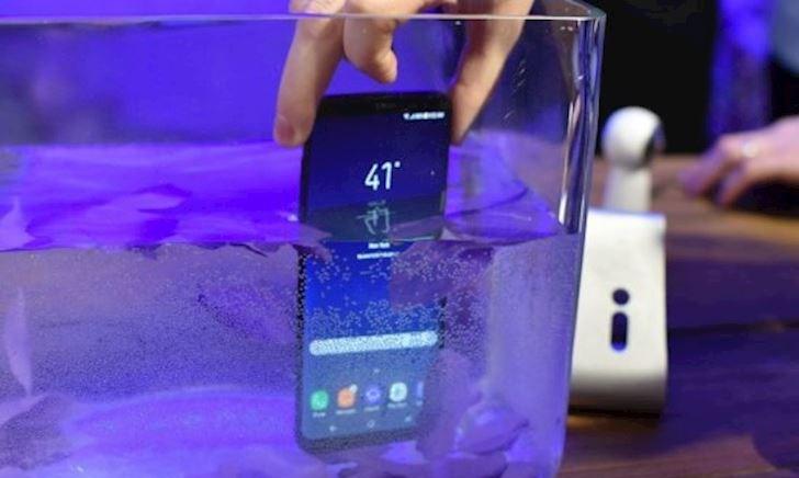 Quảng cáo về khả năng kháng nước trên điện thoại của Samsung bị cho là không đúng sự thật