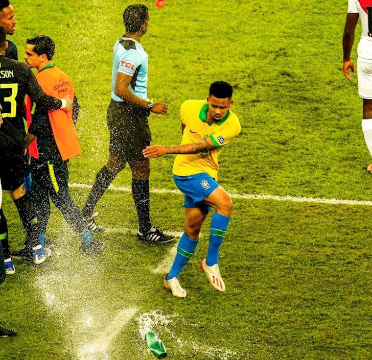 Brazil-vo-dich-Gabriel-Jesus-khoc-nhu-mua-trong-duong-ham-anh-2