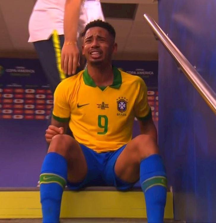 Brazil-vo-dich-Gabriel-Jesus-khoc-nhu-mua-trong-duong-ham-anh-3