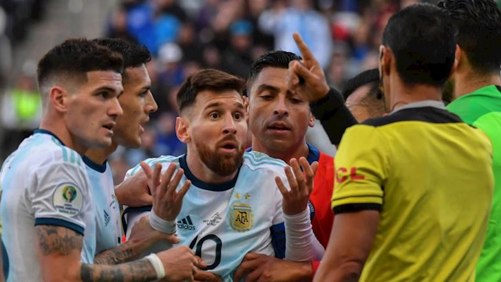 Chui-khong-ne-nang-ai-Messi-sap-bi-treo-gio-2-nam-anh-2