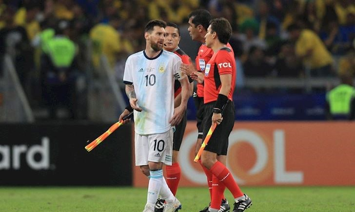 HLV Brazil nhắc đểu Messi sau chức vô địch Copa America