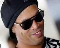 Nợ nần chầy bửa, Ronaldinho bị phong tỏa 57 bất động sản