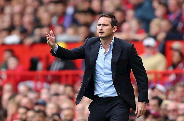 Lampard bat Mourinho, mia mai thay cu chi con la 'binh loan vien