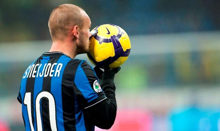 Bóng đá quốc tế ngày 13/8: Pogba mê mẩn Maguire, Sneijder giải nghệ