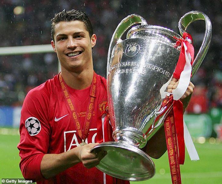 Ronaldo mia mai Messi: Gioi thi vo dich Champions League voi nhieu CLB anh 1
