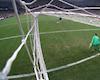 Thủ môn Liverpool phạm luật trắng trợn ở quả penalty quyết định