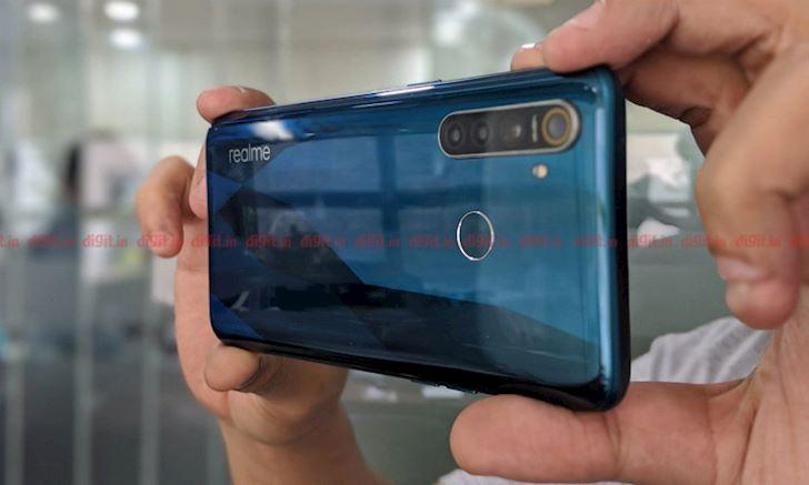 Realme 5 va Realme 5 Pro ra mat 4 camera gia tu 3 3 trieu Qua phe 3