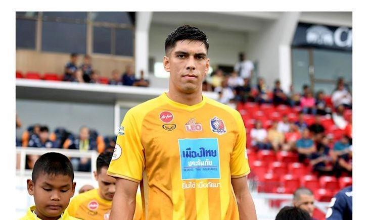 Gã khổng lồ Thụy Điển thỉnh cầu cơ hội lên tuyển Thái Lan
