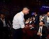 Ronaldo vui vẻ chịu thua Messi, rủ rê kình địch đi ăn tối