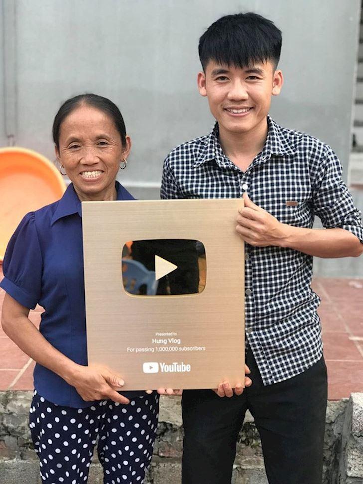 Bà Tân Vlog chính thức nhận hàng trăm triệu từ làm video, vượt qua các game thủ hang đầu VN