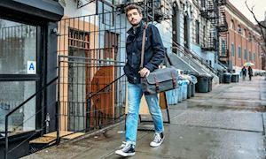 Có gì bên trong handbag của người đàn ông?