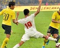 Đá trên chân, Malaysia vẫn thua ngược UAE trên sân nhà