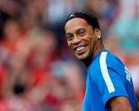 Ronaldinho sống như đế vương giữa tin đồn vỡ nợ