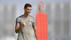 Lương De Ligt + Lukaku + Sanchez + Ribery nhỏ hơn Ronaldo
