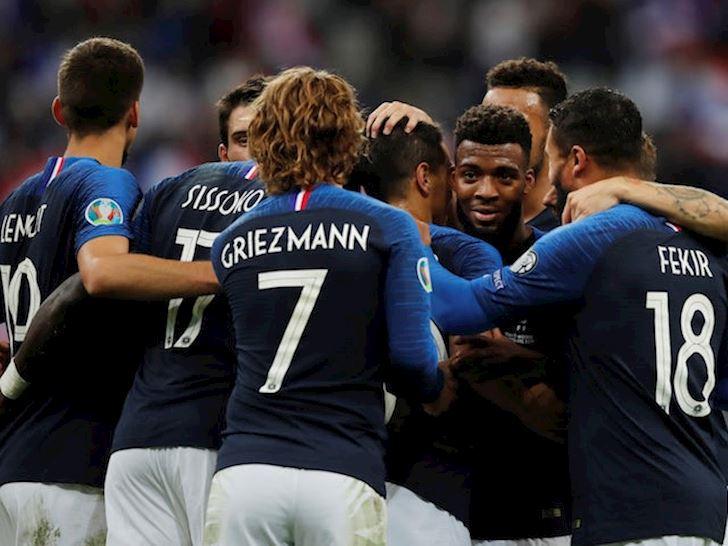 Griezmann lai da hong phat den, Phap van dai thang o Stade de France anh 3