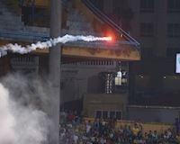 Công an khởi tố vụ bắn pháo sáng ở sân Hàng Đẫy