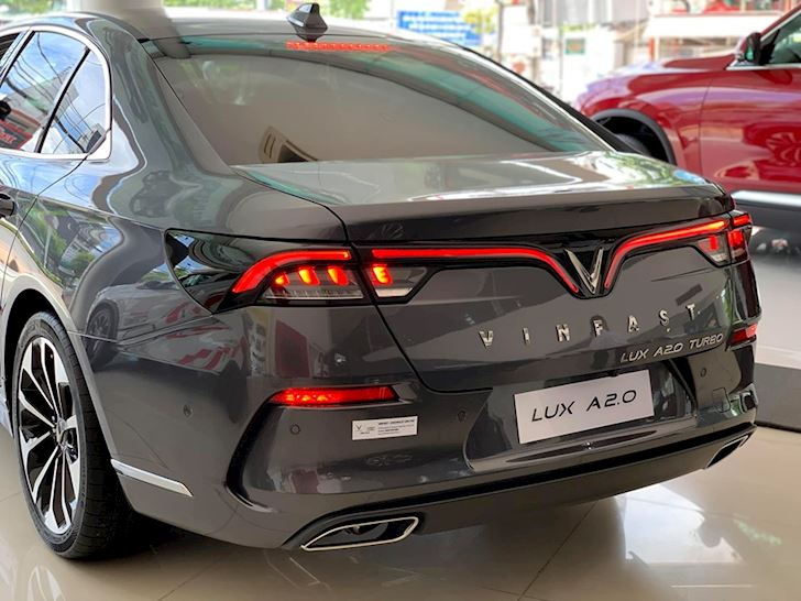 gia xe Vinfast Lux A2.0 4