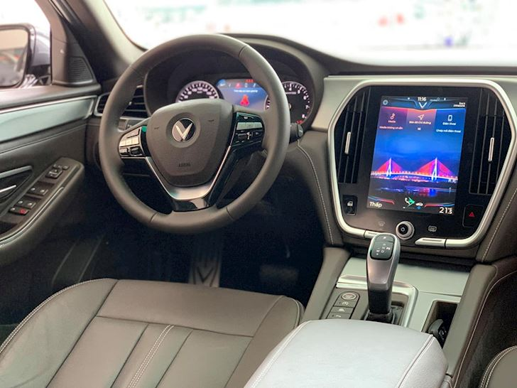 gia xe Vinfast Lux A2.0 3