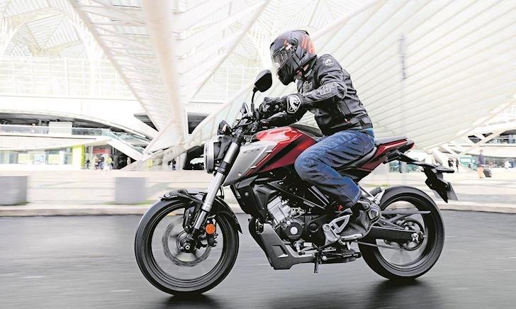 Honda CB125R - Mô tô cỡ nhỏ mà chơi toàn đồ xịn