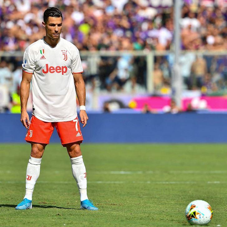 Ronaldo-bat-luc-Juventus-gap-hoa-tren-dat-khach-anh-2