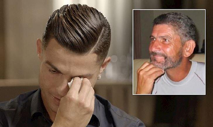Ronaldo bật khóc khi thấy lại người cha quá cố