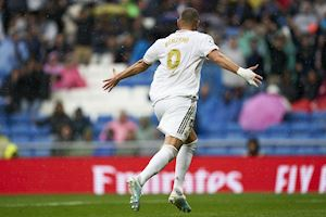 Ngạc nhiên chưa? Benzema đang bị Ronaldo 'nhập'