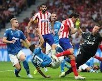 Bóng chết cứu sống Atletico trong ngày Ronaldo im tiếng