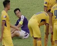 Video clip: Né đòn tinh quái, Văn Quyết khiến Đình Đồng gạt nước mắt rời sân