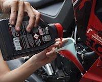 Thay dầu nhớt xe máy đúng định kỳ nếu bạn không muốn phải bán xe