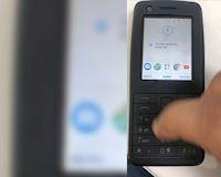 Video trải nghiệm điện thoại đập đá chạy Android vô cùng bá đạo