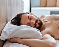 """Đàn ông ngủ """"thả rông"""" thường sống hạnh phúc hơn - Đúng hay sai?"""
