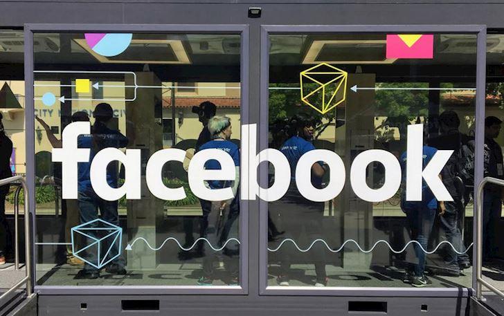 Mua thu 2019 Facebook sap mang quang cao AR len Bang tin News Feed 2