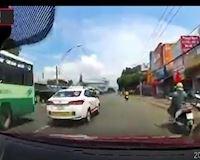 Né xe chạy ẩu rồi vô tình gây va chạm cho xe khác – Đằng sau vô lăng #1