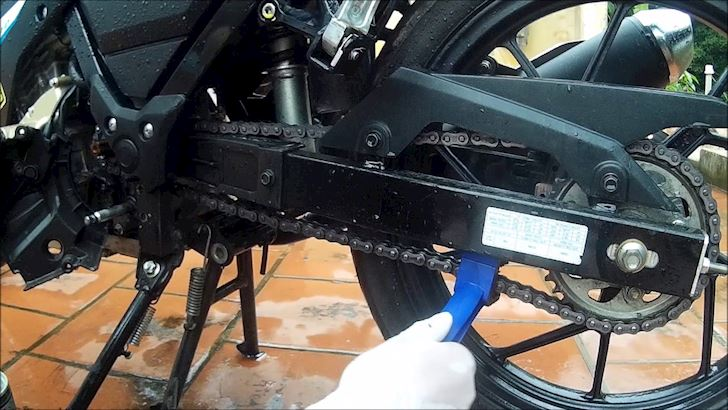 Do choi Suzuki Satria F150 va Raider 150 nen len nhat 8