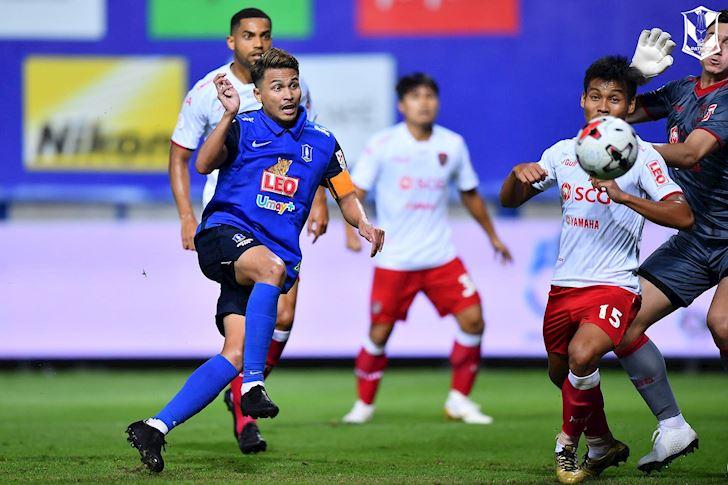 Cuu-HLV-HAGL-lam-mua-lam-gio-o-Thai-League-anh-2